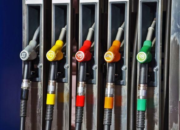 Средняя цена на бензин в России составила 48,96 руб. за литр