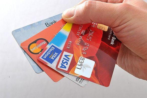Банки в РФ сообщили о начислении комиссии за перевод денег на карту другого банка