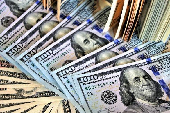 Аналитик Александров оценил ситуацию с долларом к концу года