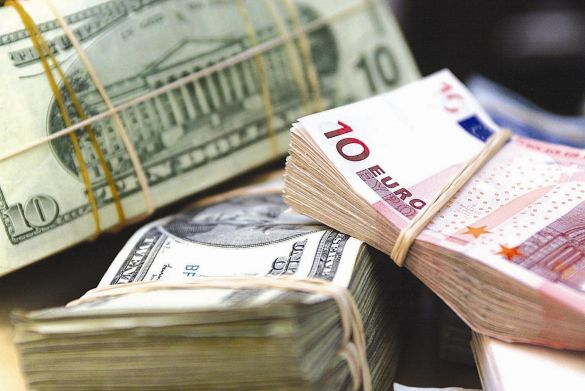 Финансист Деев рассказал, когда лучше покупать евро и доллары