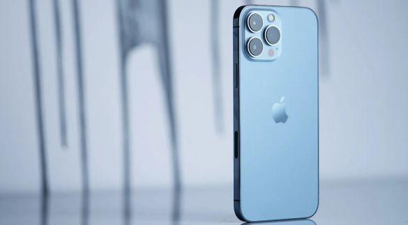 Россияне начали перепродавать новые iPhone 13 с наценкой в 12% в день продаж